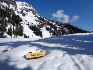 Twin Lakes trailhead sign